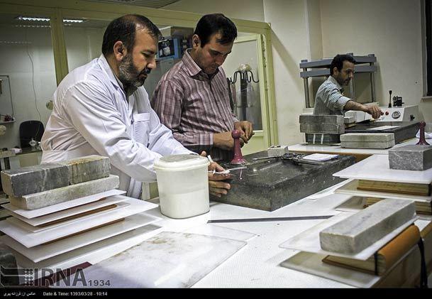 عکس/ مرمت نسخ خطی در کتابخانه آیت الله مرعشی نجفی