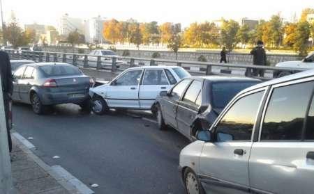تصادف زنجیره ای 18 خودرو در تهران + تصاویر