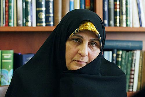 بازخوانی تاریخی / اهداى کتاب آداب الصلاة  امام خمینی به خانم دکتر فاطمه طباطبایى