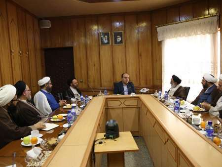 استاندار کرمانشاه: روحانیون مسئولیت سنگینی را در اجتماع برعهده دارند