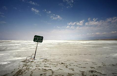 پیشرفت ۵۰ درصدی طرح تثبیت ریزگردها در محدوده دریاچه ارومیه