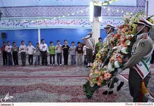 ادای احترام اعضای کانون های فرهنگی هنری مساجد قم به مقام بلند امام خمینی (س)