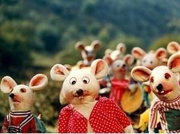 کپل و بچه   موش ها به خانه های مردم می روند