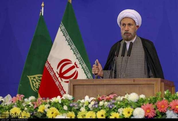 امام جمعه شیراز: منتظر مشاهده آثار مبارزه با فساد هستیم