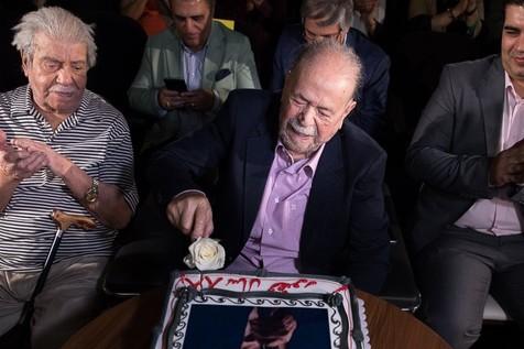 تصاویری از جشن تولد محمد علی کشاورز با حضور هنرمندان