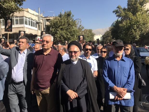 محمد علی ابطحی و ابراهیم اصغرزاده در مراسم تشییع مرحوم ابراهیم یزدی