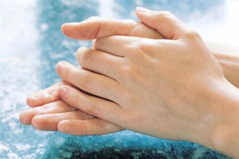 چگونه پوستمان را مرطوب و شاداب نگه داریم؟
