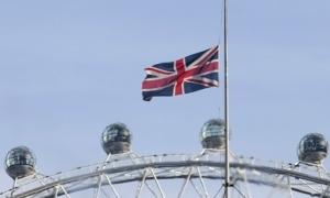 نیمه افراشته شدن پرچم بریتانیا به دلیل درگذشت ملک عبدالله جنجال به پا کرد