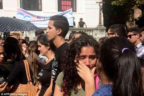 اشک هایی برای یک انقلابی+ عکس