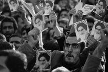 نگاهی به مقاله توهین آمیز 17 دی ماه سال 56 روزنامه اطلاعات به امام خمینی