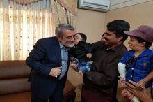 کوتاه قامتترین مرد ایران با وزیر کشور در مشهد دیدار کرد