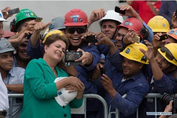 عکس روز/ سلفی با خانم رئیس جمهور!