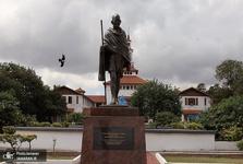 مجسمه گاندیِ «نژادپرست» پایین کشیده شد+ عکس