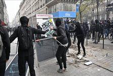 حمله پلیس فرانسه به معترضان در سایه بزرگترین اعتصاب