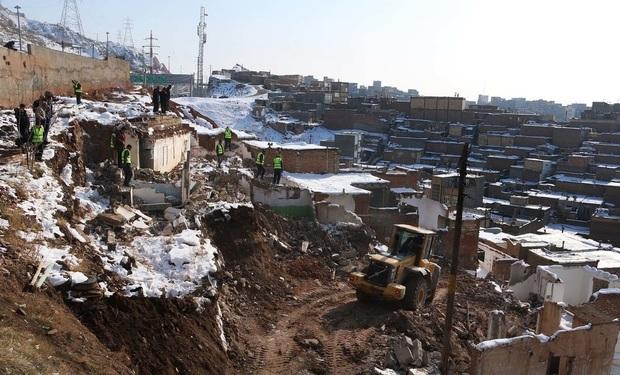 تخریب تعدادی از خانههای متروکهی مناطق حاشیه نشین تبریز
