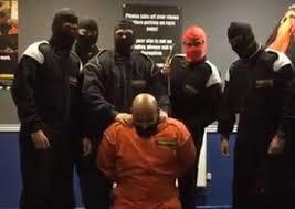 اخراج از بانک انگلیسی بدلیل شبیه سازی اعدام داعشی