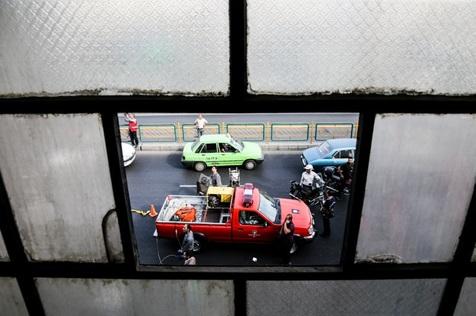 نجات ۲۵ تن از حریق برج مسکونی در تهران