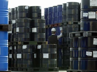 بلومبرگ:  پیش بینی تداوم جنگ قیمت نفت در سال 2015