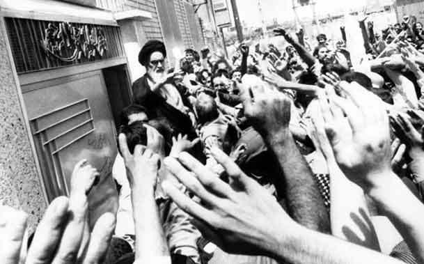 ورود امام خمینی به قم، کمتر از یک ماه پس از پیروزی انقلاب