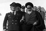 امام خمینی در فرودگاه: عواطف ملت ایران به دوش من بار گرانى است که نمى توانم جبران کنم