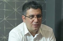رضا رشیدپور با انگشت جوهری+عکس