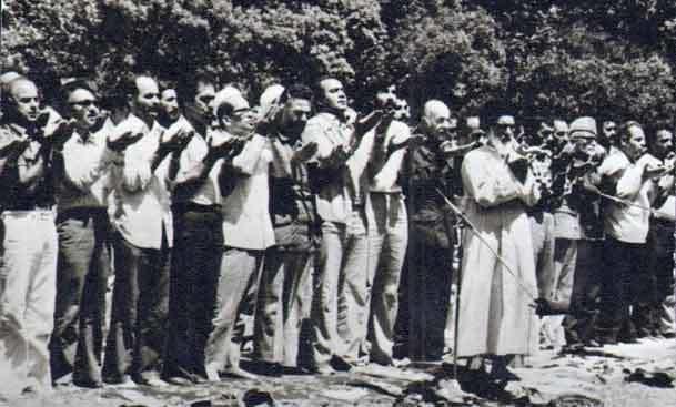 اقامه اولین نمازجمعه پس از پیروزی انقلاب