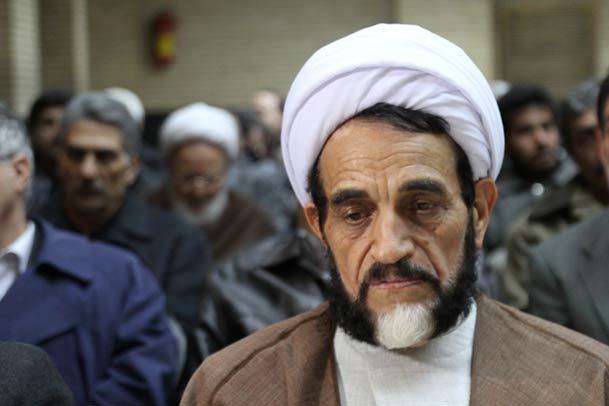اشرفی اصفهانی: با دروغ پردازی و بی اخلاقی سرمایه های انقلاب را خانه نشین می کنند