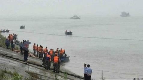 کشتی چینی با بیش از ۴۵۰ سرنشین غرق شد