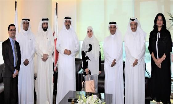 عکس/ زنی که برای نخستین بار در بحرین پُست عالی رتبه گرفت