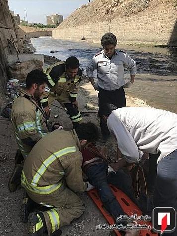 مرد ۴۰ ساله به کانال آب کنار اتوبان امام علی(ع)  سقوط کرد+ تصاویر
