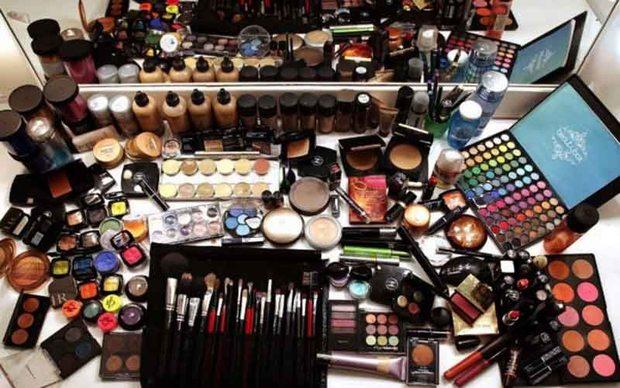 2 میلیارد ریال لوازم آرایشی احتکار شده کشف شد