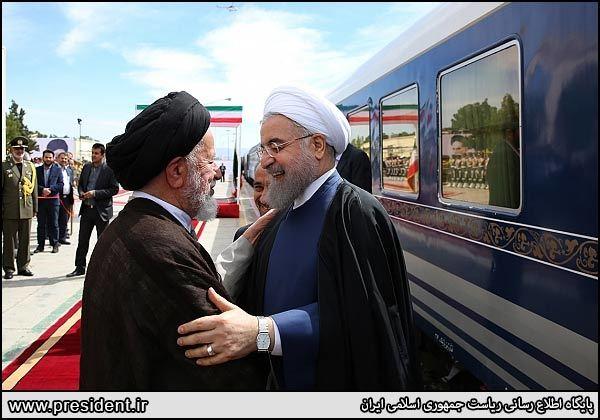 رئیس جمهور با قطار وارد سمنان شد + عکس