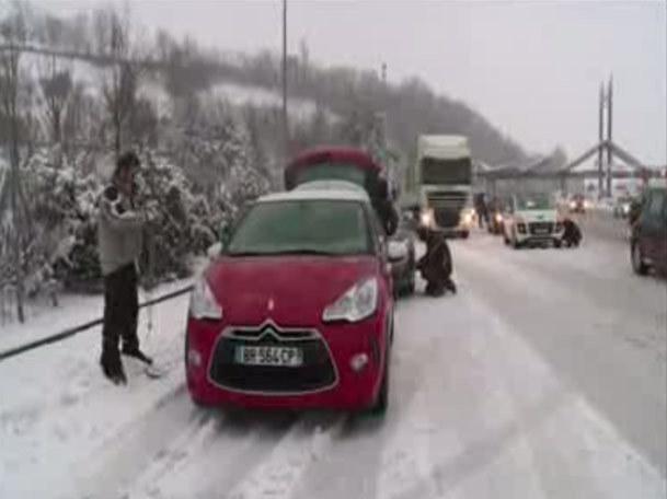 فیلم / بارش شدید برف در فرانسه