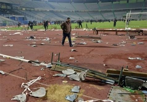 باران صندلیهای شکسته در ورزشگاه غدیر+فیلم