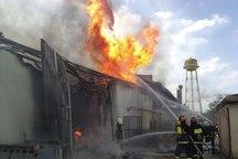آتش سوزی انبار مواد غذایی در بابل 2 خانه را با خود سوزاند