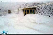 گزارش یکی از اهالی نور آباد: بیش از 3 روز است که در محاصره برف گرفتار شده ایم/ مردم روستا نان خالی برای خوردن ندارند + تصاویر