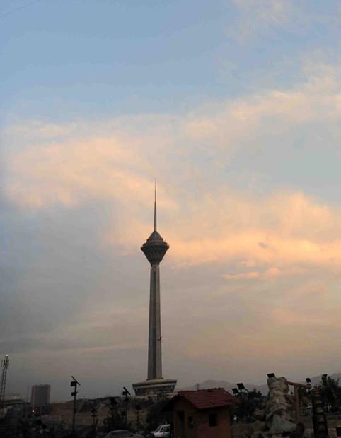 تعطیلی و تغییر ساعت بازدید از برج میلاد تهران در ایام سوگواری پایان ماه صفر