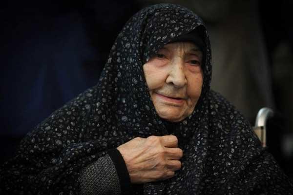 مراسم تشییع و تدفین پیکر همسر آیت الله خاتمی در اردکان برگزار شد