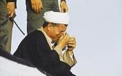 گریه آیت الله هاشمی در مراسم تشییع پیکر امام+عکس