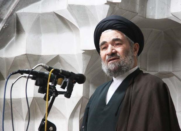 پیروزی انقلاب نور امید را در دل مردم روشن کرد