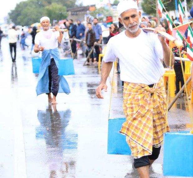 مسابقه بومی کَندِرکشی و جهله کشی در بندرعباس برگزار شد