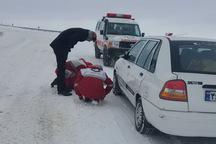 امداد هلال احمر گیلان به 300 نفر و 70 خودرو گرفتار در برف