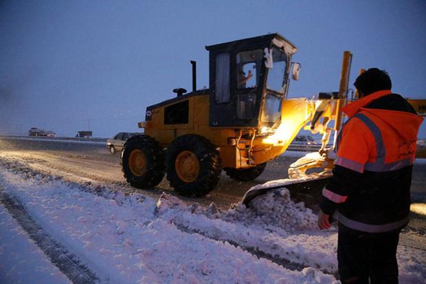 راهداران کردستان بیش از 400 کیلومتر برف روبی کردند