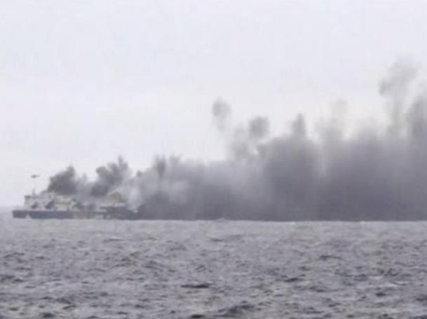 فیلم /  کشتی یونانی درحال سوختن