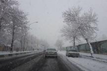 جاده های آذربایجان غربی با وجود بارش سنگین برف باز است