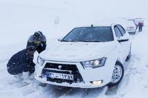 گلستان برفی است؛ رانندگان احتیاط کنند