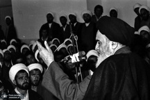 نمایش غلط از اسلام به واسطه اعمال بعضی از روحانیون