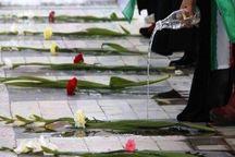 قبور مطهر  ۳۸۰۰ شهید استان یزد گلباران شد