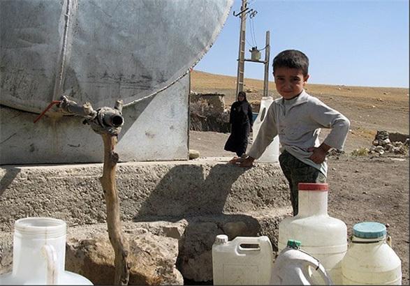 روستای کمرکوه طارم با مشکل کمآبی دست و پنجه نرم میکند