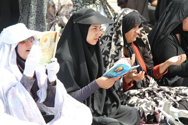 عطرآگین شدن فضای معنوی شهرستان مرزی قصرشیرین در روز عرفه